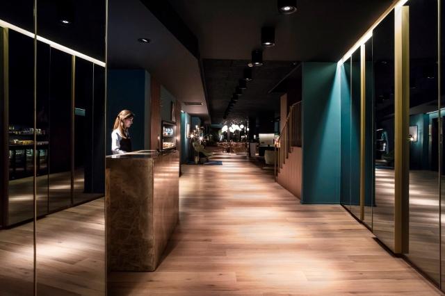 Recepción del nuevo hotel Yurbban abierto en Barcelona
