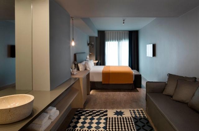 Una habitación del hotel Yurbban Trafalgar en Barcelona.