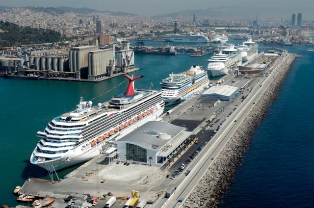 Cruceros anclados en el Puerto de Barcelona.