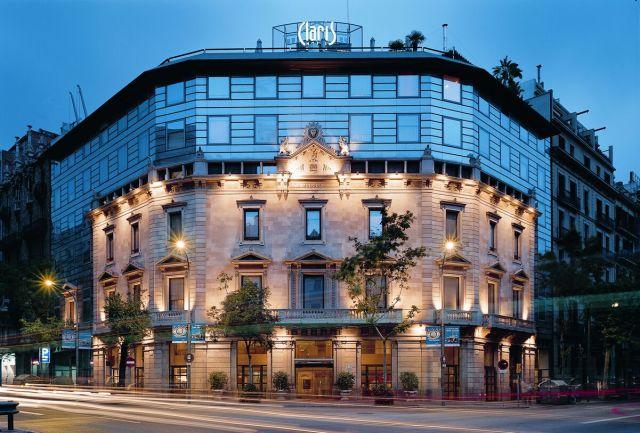 La fachada del Hotel Claris, en Barcelona.