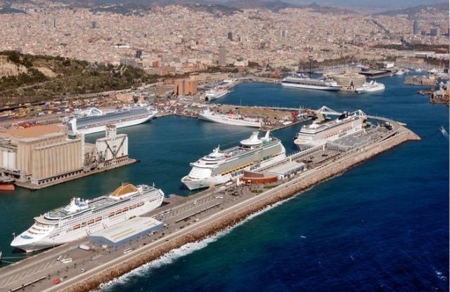 Cruceros atracados en el Puerto de Barcelona.
