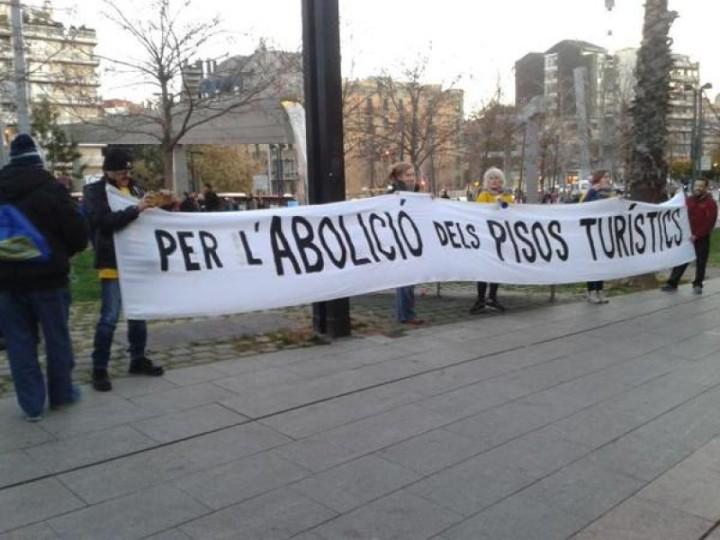 Diversas plataformas vecinales de Barcelona piden la abolición de todas las viviendas de uso turístico en Barcelona.