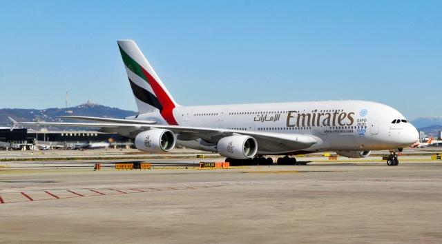 El A380 de Emirates, en el aeropuerto de Barcelona